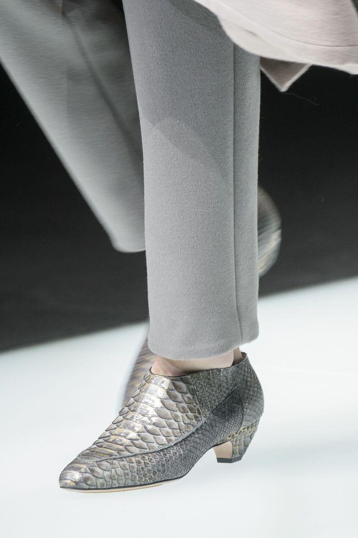 Giorgio Armani Fall 2018 Fashion Show Details - The Impression - http://sorihe.com/zapatosdemujer/2018/02/28/giorgio-armani-fall-2018-fashion-show-details-the-impression-2/ #shoeswomen #shoes #womensshoes #ladiesshoes #shoesonline #sandals #highheels #dressshoes #mensshoes #heels #womensboots #womenshoesonline #buyshoesonline #cheapshoes #cheapshoesonline #walkingshoes #silvershoes #ladiesfootwear #shoeshops #ladiesshoesonline #goldshoes #platform shoes #onlineshoestores #shoesonlineshopping…