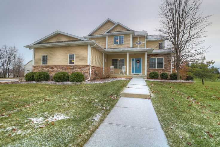 Dewitt MI Real Estate at 11563 Sara Ann Drive Clinton County Michigan. Listed by RE/MAX Realtor Missy Lord.