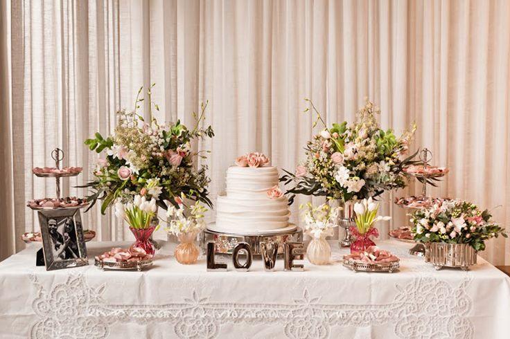 Decoração de Noivado Delicada e Floridahttp://lapisdenoiva.com/decoracao-de-noivado-delicada-e-florida/ Foto: Liliane Callegari