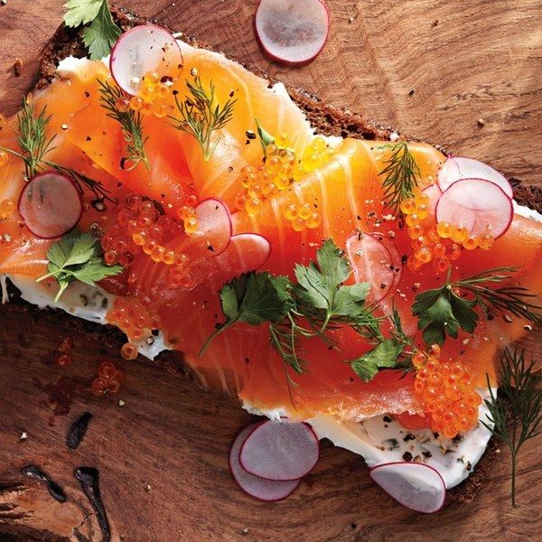Smoked salmon smorrebrod with radishes and dill