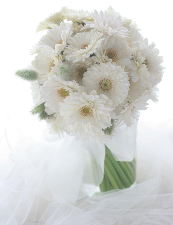 ガーベラだけのブーケ 芽吹 : 一会 ウエディングの花