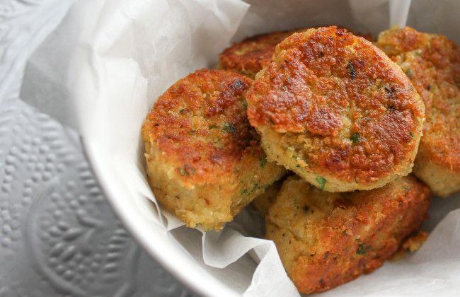 Met dit makkelijk falafel recept ben je binnen no time klaar. Lekker met Turks brood, knapperige ijsbergsla en knoflooksaus. Yum! www.vertruffelijk.nl