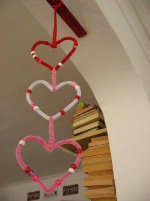 Valentine garlands http://myplumpudding.blogspot.com.au/2009/02/heart-garland-and-valentine-worms.html #crafts #ValentinesDay