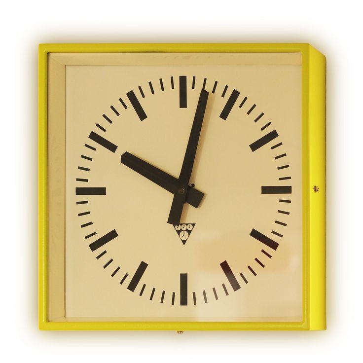 pragotron hodiny zelené