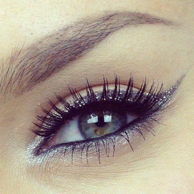 Saviez-vous que seulement 4 femmes sur 100 ont les yeux verts ?Vous avez les yeux verts? Quelle chance ! Maquillage yeux verts original en 50 idée.