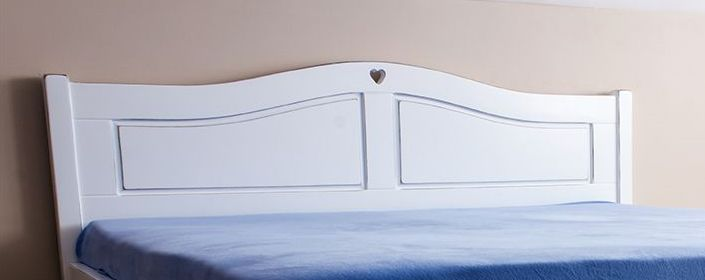 Egyedi tölgyfa ágykeret fehérben