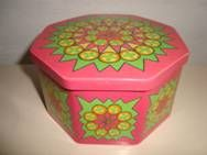IRA Danish design retro tin from 1967 designed by Anita Wangel. IRA retro dåse fra 1967. #iradanmark #danishdesign #danskdesign #retro #tin #daase #anitawangel #kitchenware SOLGT/SOLD on www.TRENDYenser.com