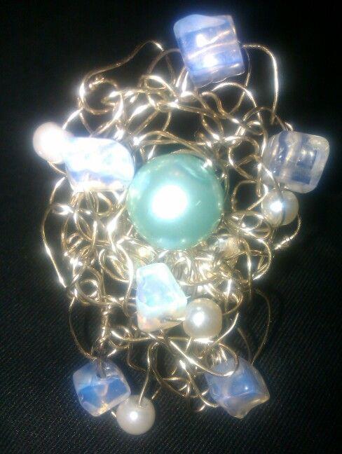 Δαχτυλίδι πλεγμένο με σύρμα αρζαντό, φεγγαρόπετρες και πέρλες..