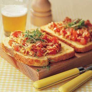 Recept - Open sandwich met gesmolten kaas en tomaat - Allerhande
