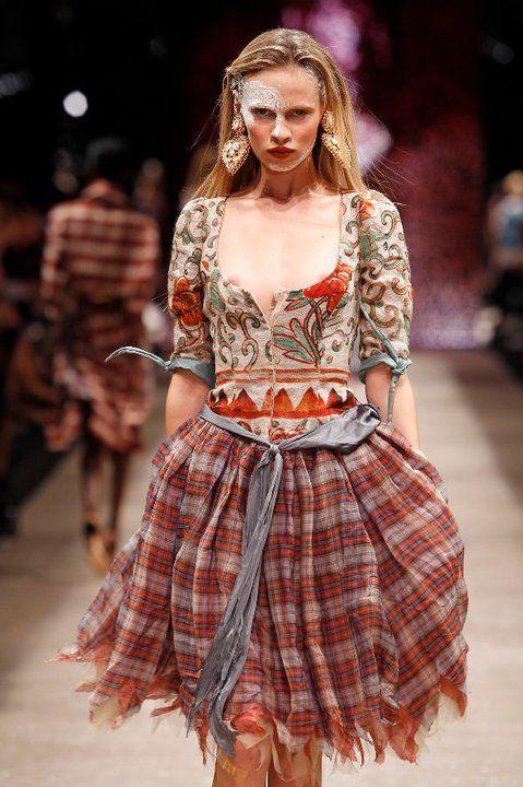Vivienne-Westwood-Gold-Label http://www.zimbio.com/Dame+Vivienne+Westwood/articles/M4MPN9xN-bc/Vivienne+Westwood+Queen+Punk+Fashion