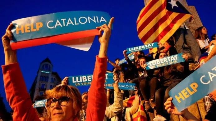 """Spain is to start suspending Catalonia's autonomy from Saturday, as the region's leader threatens to declare independence.  The government said ministers would meet to activate Article 155 of the constitution, allowing it to take over running of the region.  Catalonia's leader said the region's parliament would vote on independence if Spain continued """"repression"""".  Catalans voted to secede in a referendum outlawed by Spain"""