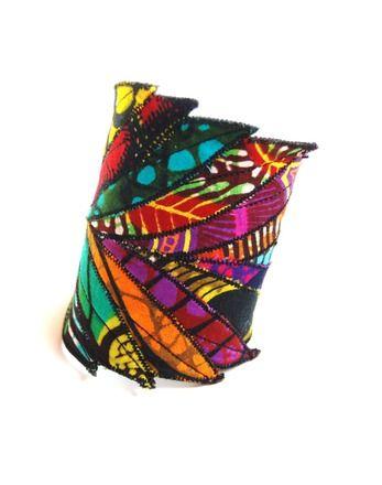 """Bracelet Manchette Ethnique """"Plumes multicolores""""  : Bracelet par kumbhaka"""