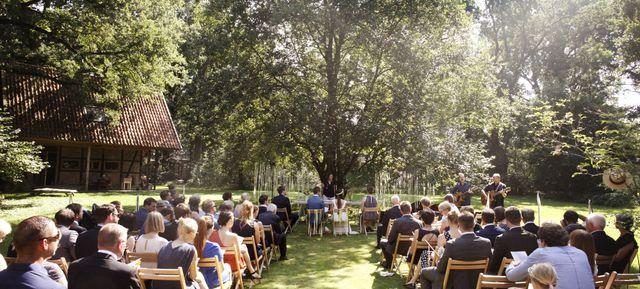 WildLand Natural Resort Wietze - Top 20 Hochzeits-Location Hannover #hochzeit #feiern #location #event #einzigartig #weiß #schwarz #heirat #hannover #special #wedding #unique #stunning #garden #love #hochzeitsfeier