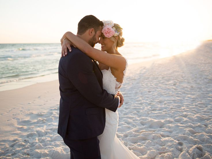10 Dos and Don'ts of Getting a Bridal Spray Tan | Photo by: Amy Riley Photography | TheKnot.com