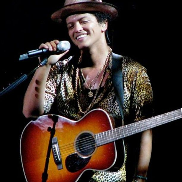 Bruno Mars, Moonshine Jungle Tour -- Those DIMPLES!!!!