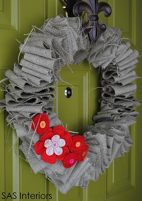 wreath - looks super easy!Thanksgiving Wreaths, Green Doors, Burlap Wreaths, Crafts Ideas, Sas Interiors, Valentine Burlap, Front Doors, Valentine Wreaths, Felt Flower
