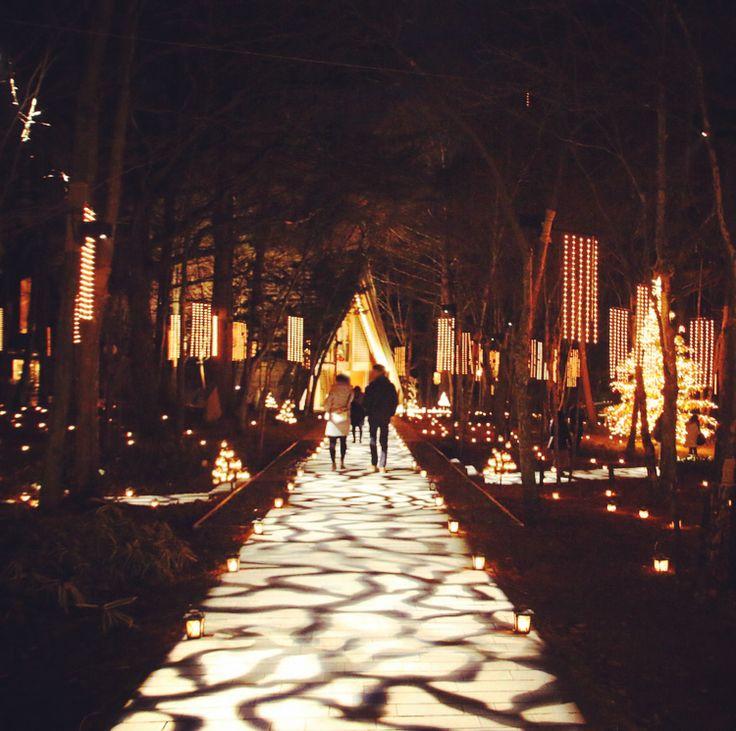 """都心では体験できない聖なる夜無数のランタンが煌めく""""軽井沢高原教会""""で大人のクリスマスを"""