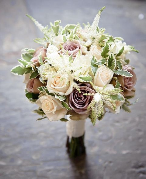 A natural and soft tone bouquet - the ideal look for neutral wedding theme tones
