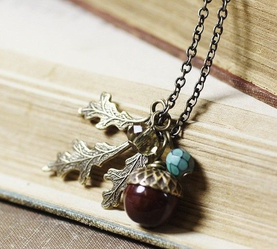 122 best oh who doesn 39 t love acorns images on pinterest for Acorn necklace craft