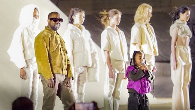Kanye West Back At Gap With Yeezy Fashion Line In 2020 Yeezy Fashion Show Kanye West Kanye West And Kim