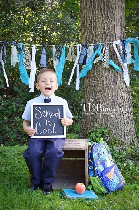 Zurück in die Schule Kinderfotografie Kinderfoto-Ideen Schule ist cool www.tdbima … #ideen #kinderfoto #kinderfotografie #schule