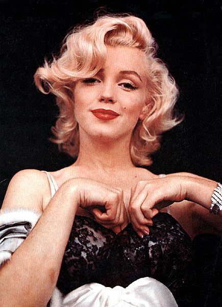 http://www.picturesu.com/legendary-artist-old-photographs-and-pictures-of-marilyn-monroe/