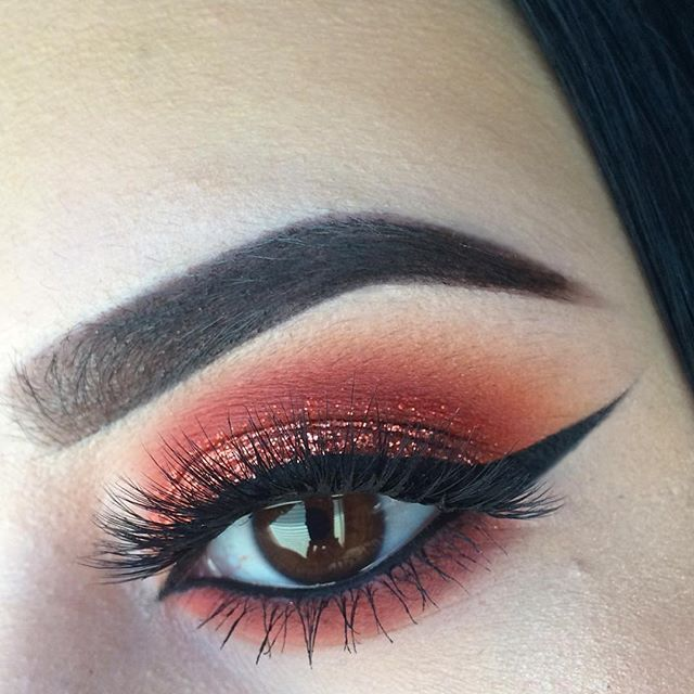 "Detail of Nyx glitter in ""Copper"" on the eyelid"