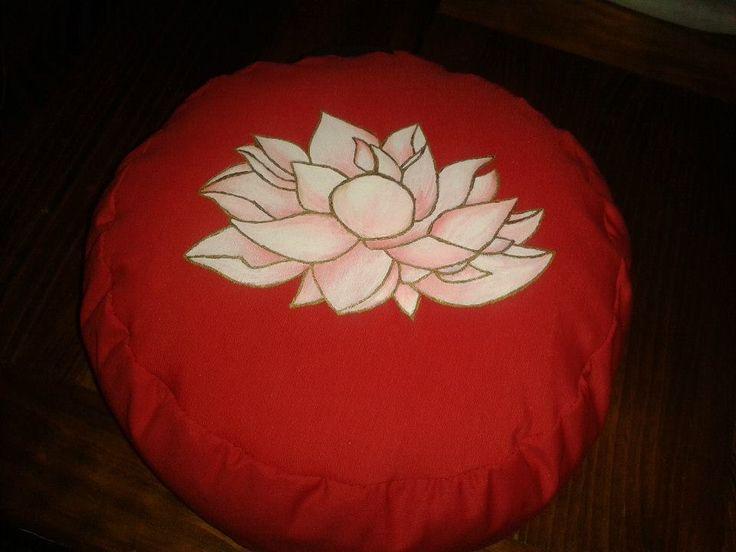 Zafu Flor de Loto... Cojín de meditación o yoga relleno de cáscara de cereal.