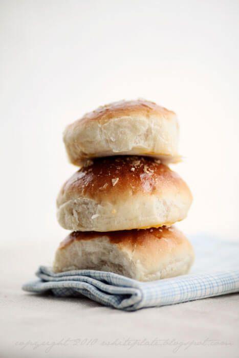 O chlebie i bułkach od początku, część 1: wypieki drożdżowe i przepis na łatwe bułki ziemniaczane – White Plate