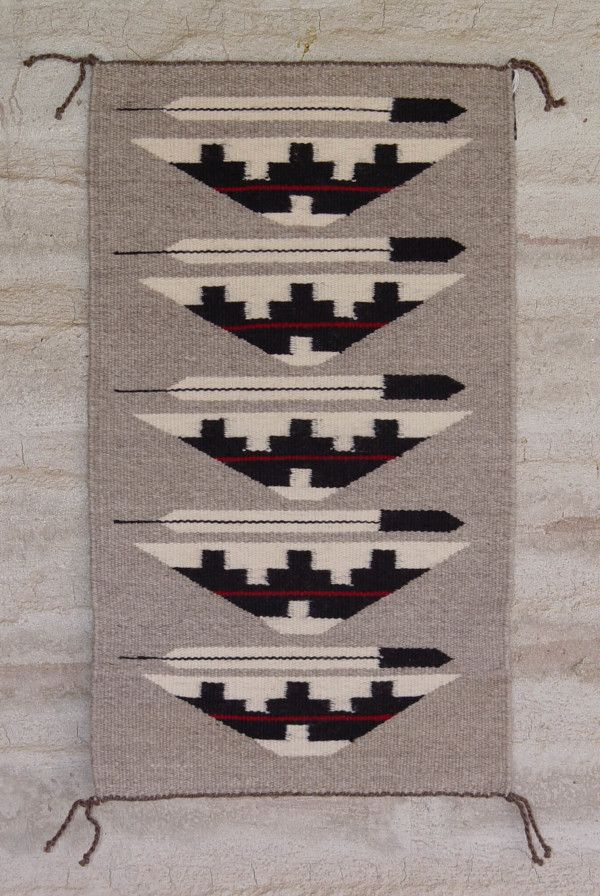 Beautiful Navajo Rugs Weaving This Pin And More For Inspiration Decorating
