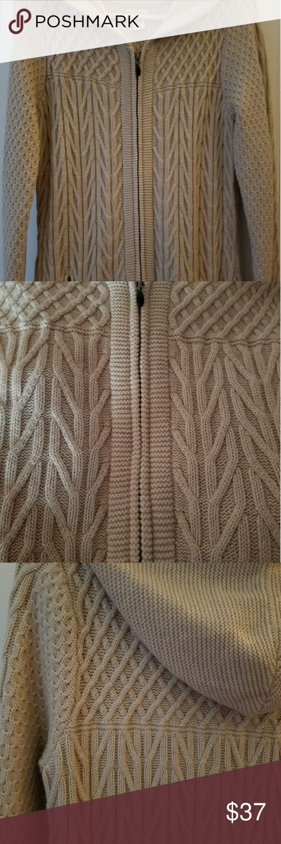 AKINI GORGEOUS ZIP UP SWEATER WITH HOOD Like new, worn once. Wool and Nylon, very heavy warm sweater with 2 zip front side pockets, hood, and front zip. Great with a pair of leggings and boots. Nice neutral color. womens medium AKINI Sweaters Cardigans