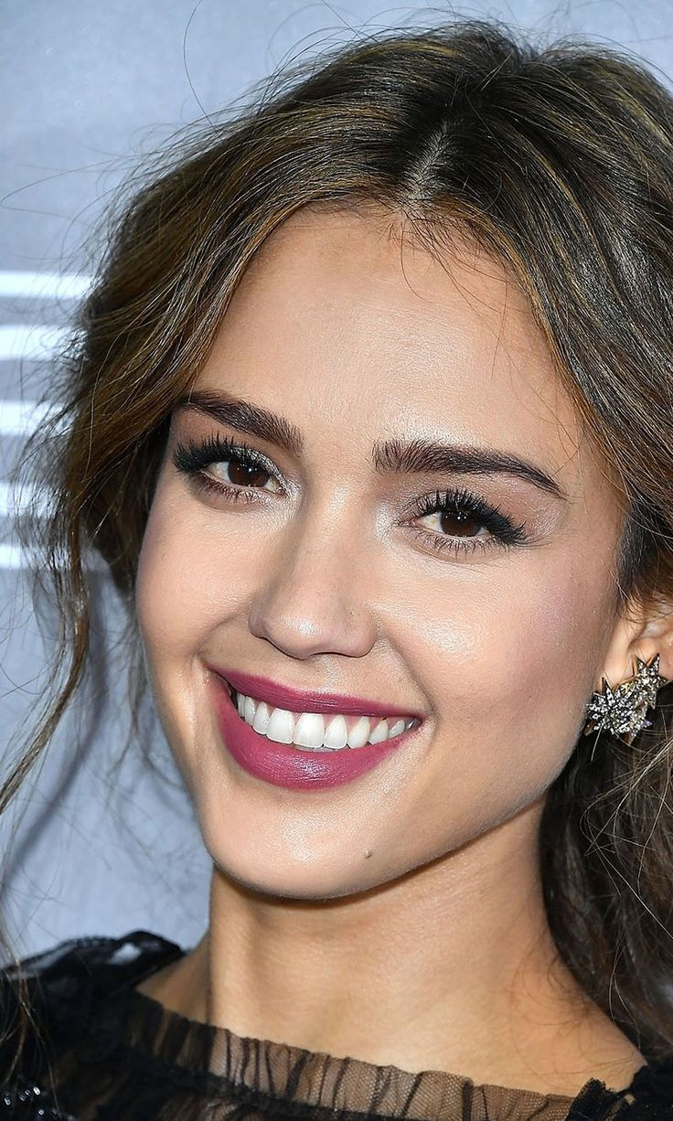Jessica Alba shared what helped her grow out her ultra-thin arches. Here's how you too can up your brow game and get the full eyebrows you've always wanted!