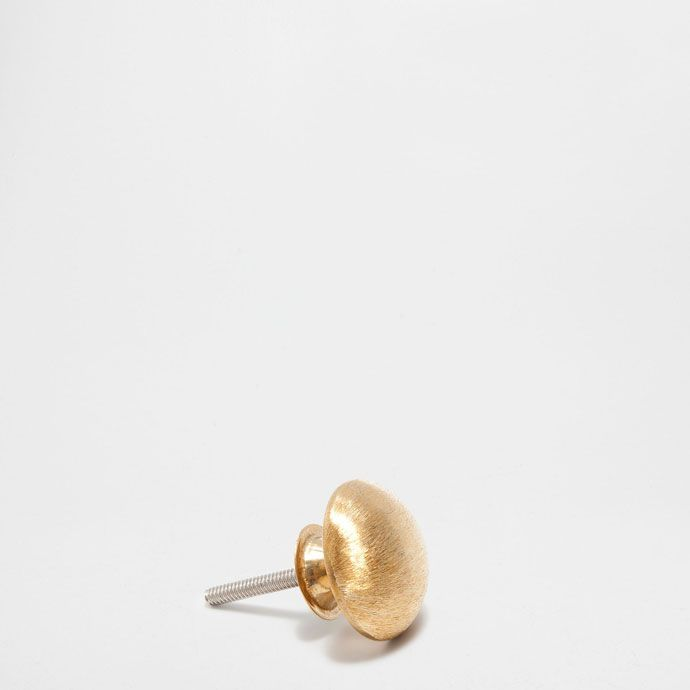 http://www.zarahome.com/be/en/decoration/knobs/matte-golden-round-knob-(set-of-2)-c1090528p7381529.html