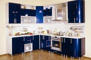 Угловая синяя глянцевая кухня на ножках Подробнее: http://taburetti.kiev.ua/2016/01/22/uglovaya-sinyaya-glyantsevaya-kuhnya-na-nozhkah/   #мебель #кухня