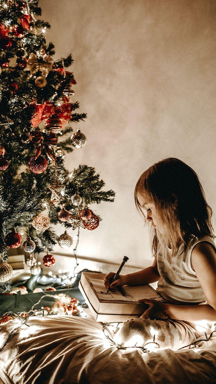 Ideas de regalos navideños que puedes hacer tú mismo para gastar poco o prácticamente nada. Christmas Time, Fairy Tales, Winter Ideas, Holiday Decor, Awesome, Books, Holiday Gifts, Christmas Presents, Soul Food