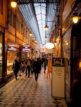 パリの素敵なアーケード商店街 パサージュ・ジュフロワ | レミースアクセサリーレシピ
