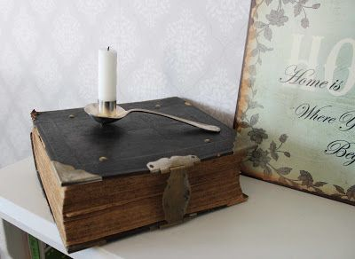 Decorate with a beautiful old book. Toregårds lilla Lotta