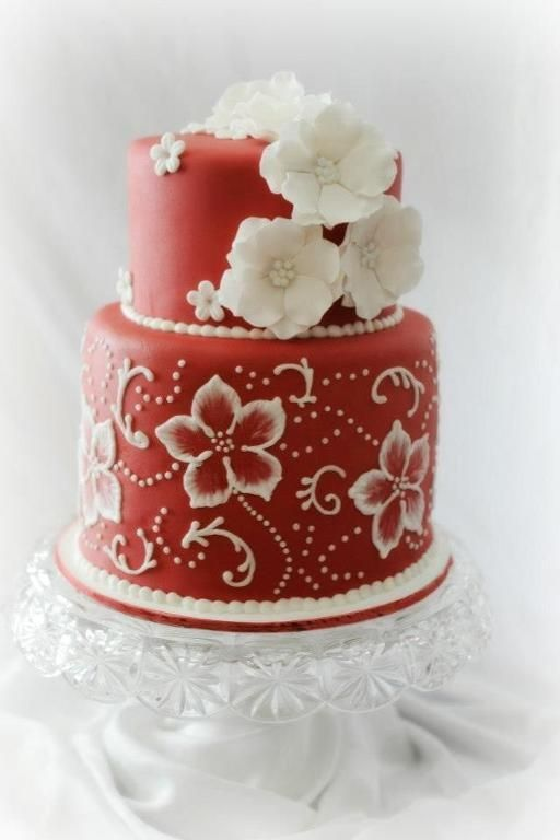 For a special party I love the detailing on this cake! Cake decorating looks like so much fun, maybe one day I'll take a few classes.... Cake Decorating: Valentine Wedding