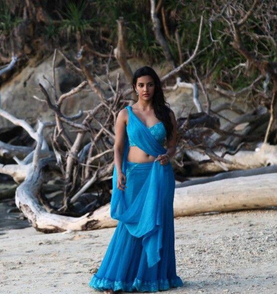 priya-anand-latest-hot-navel-show-still-from-ethir-neechal-movie-pics-2
