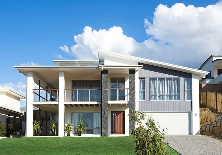 With an eight meter sloping block running from the front up to the rear of the property, this Reedy Creek home was designed to work with the block gradient.