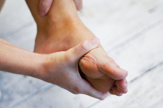 How to give a foot massage 9 steps wikihow
