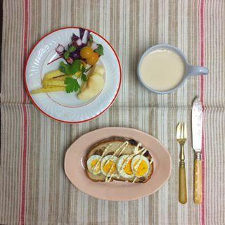 おはようございます! 末っ子君と5時から起きてます。少々お疲れ気味です(^-^) 週末は運動会!お天気大丈夫でしょうかー?! 今日も素敵な1日を🌟  #creiletmontereau  #sarreguemines  #クレイユモントロー #サルグミンヌ #フランスアンティーク #france #franceantique #antique  #あさごはん #breakfast #朝食 #丁寧な暮らし #カンパーニュ #オープンサンド #kaumo #kurashi #onmytable  #onthetable #マリネ #cafe #cafeaulait #タコのマリネ #ハーブ