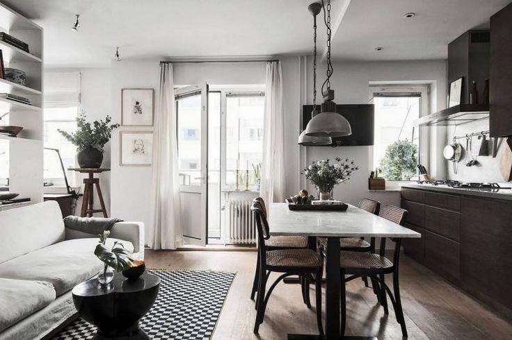 Férfi remek hangulatú egyszobás lakása könyvespolccal két külön zónára osztva - vintage, design és indusztriális elemek