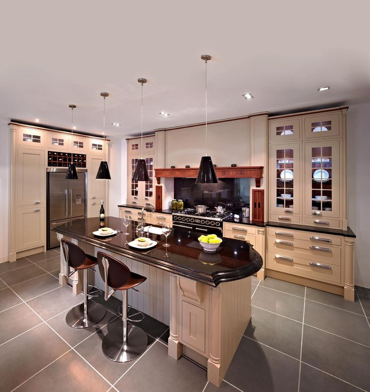 Callerton Traditional Painted Kitchen Featuring The Classic Feature Pilasters with the Sandown In-Frame Shaker Painted Door.