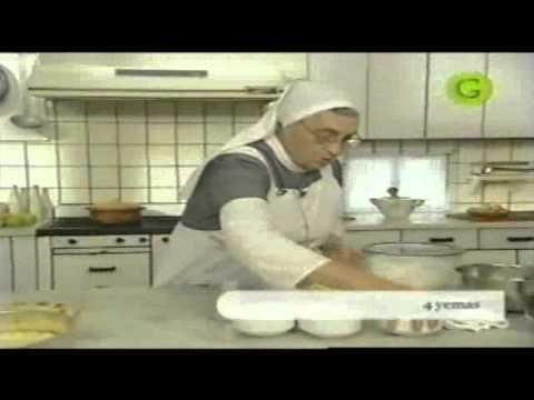 TORTA DE QUESO.   La hermana Bernarda elabora un delicioso pastel de queso.    Torta = pastel  Manteca = mantequilla  Ricota = requesón  Azúcar impalpable = azúcar glass    En esta ocasión la hermana Bernarda no indica qué tiempo se debe de meter la masa para preparar las tapas inferior y superior de la torta o pastel, solo dice que deben de tener la consistencia que se...