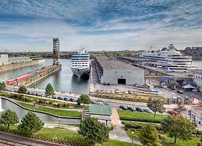 Le Port d'escale de Montréal accueillent des milliers de visiteurs chaque année. / Every year, the Port of Montreal welcomes thousands of cruise ship passengers to its Iberville Passenger Terminal.