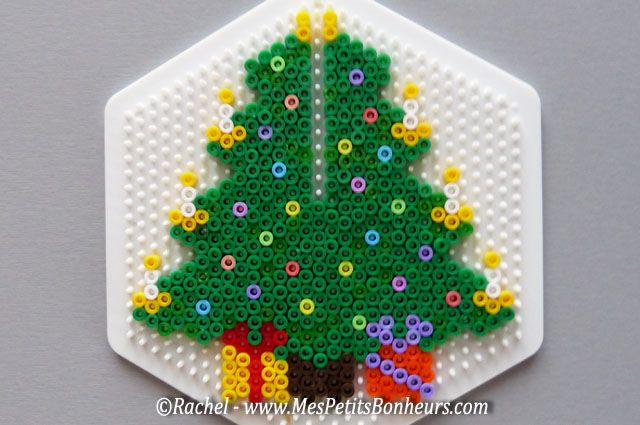 Christmas tree hama perler 2 by Rachel