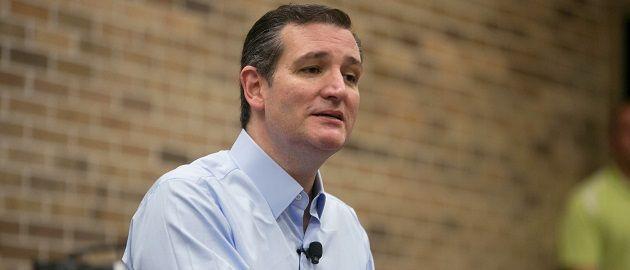 C R U Z Control // U.S. Senator Ted Cruz (R-TX) speaks at Morningside College in Sioux City, Iowa, April 1, 2015.  REUTERS/Lane Hickenbottom - RTR4VT36