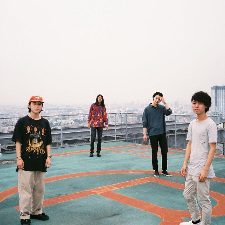 ザ・ストロークスの名ギタリストAHJらをプロデューサーに据えた1stフルアルバムを2017年4月に発表し、アジアや日本全国のツアーを巡っているDYGL。ツアー後半戦に向かうつかの間のタイミングで、メンバーにインタビューする機会を得た。