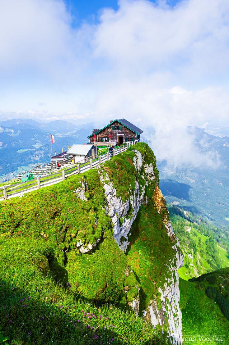 Berghütte am Gipfel des Schafberg (1,783 m)... Hochwandern und die Aussicht bei einem kühlen Getränk genießen.